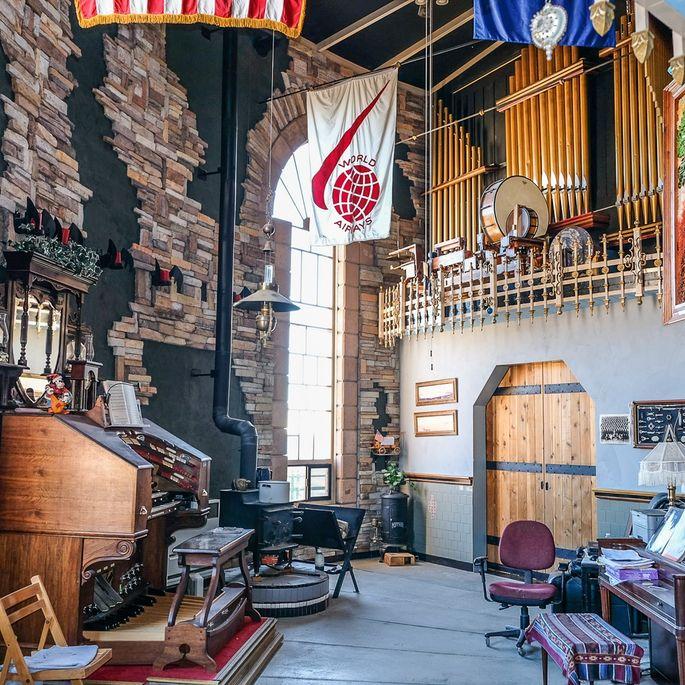 Dual pipe organ consoles